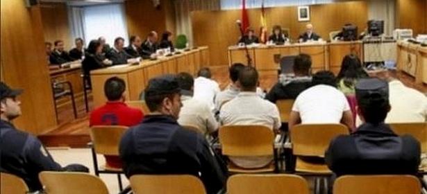 السجن لمغربي تسبب في وفاة أخيه اثر محاولة تهجيره داخل حقيبة سفر