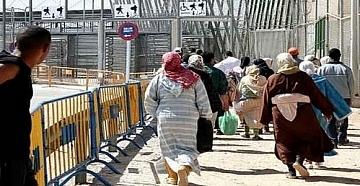 مؤثر .. مغربيات يهربن أطفالهن من الناظور إلى مليلية ، لهذا السبب